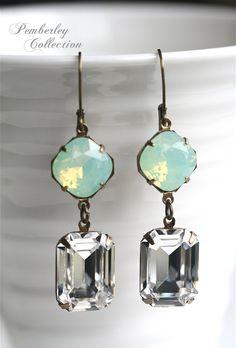 Minze-Ohrringe Swarovski Chrysolite Opal von PemberleyCollection
