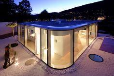 Lake Lugano House by JM Architecture - Lugano, Suisse Pavillon contemporain de verre en forme polygonale et ses bords arrondis