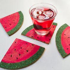 DIY watermelon slice coasters, perfect for summer table setting The Coasters, Summer Diy, Summer Crafts, Diy Décoration, Easy Diy, Cute Crafts, Diy And Crafts, Watermelon Crafts, Watermelon Ideas
