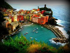 Cinque Terre in Italië Cinque Terre, Hotel Deals, River, Spaces, Mansions, House Styles, Happiness, Meet, Outdoor