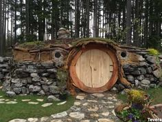 Hobbit Hut in Port Orchard, WA | RoadsideAmerica.com