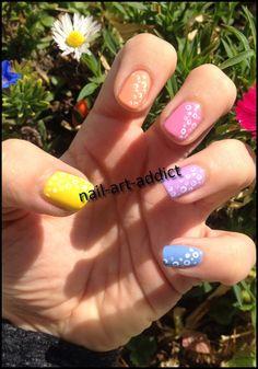 Nail Art : Pois & Pastels pour Pâques http://nail-art-addict.blogspot.com/2015/04/nail-art-pois-pastels-pour-paques.html?
