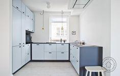 køkken andshufl &shufl arkitekt Morten Dalsgaard m4 arkitekter Kitchen Cabinets, Home Decor, Kitchens, Decoration Home, Room Decor, Kitchen Base Cabinets, Kitchen, Cuisine, Dressers
