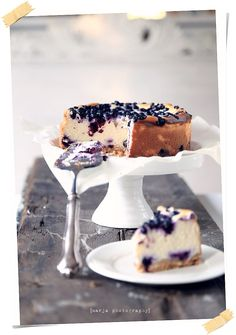 New Yorkin mustikkajuustokakku Cute Food, I Love Food, Delicious Desserts, Yummy Food, Piece Of Cakes, Cheesecake Recipes, Blueberry Cheesecake, Sweet And Salty, Desert Recipes