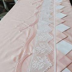 "41 Beğenme, 3 Yorum - Instagram'da atike (@atike_solmaz): ""Müsterimize hayırli olsun .guzel günlerde kullansın inşallahh #nevresim #elişi #hobi #güzellik…"" Filet Crochet, Bedding Sets, Linen Bedding, Smocking, Doilies, Heirloom Sewing, Drapery, Sewing Projects, Quilts"