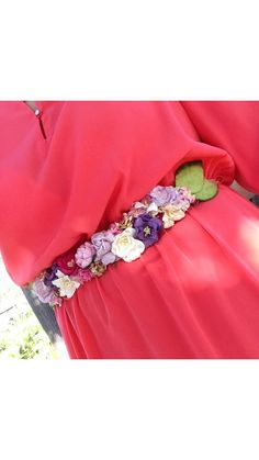 Cinturón de flores de papel con combinación de colores.