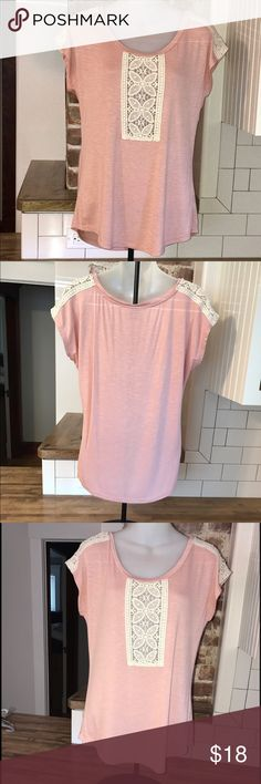 A pretty and simple pink blouse ‼️This one is simply but elegant, with some lace in the front and sleeves. I have only worn it once and it's still in great condition‼️ everette bleu Tops Blouses