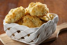 You'll never suspect these tasty cauliflower biscuits are full of veggies. Change out cheddar and corn starch to make it Cheesy Garlic Biscuits, Cheddar Bay Biscuits, Cheddar Cheese, Fluffy Biscuits, Low Carb Recipes, Cooking Recipes, Healthy Recipes, Bread Recipes, Fondue Recipes