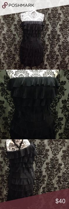 Pleated Ruffle Blk Tiered Strapless Express Dress Sz 2. Express tiered. Fully lined. Zip up back. Strapless. Zips up back (didn't zip all the way because it doesn't fit my mannequin) no flaws free gift. Express Dresses Mini
