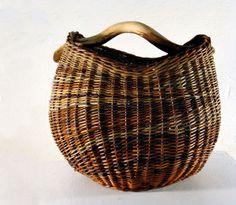Helle Schaumann Basket Willow, Big Basket, Basket Bag, Willow Weaving, Basket Weaving, Hand Weaving, Cane Baskets, Wicker Baskets, Magazine Crafts