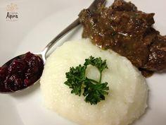 Cena Colorata... Bocconcini di cervo con polenta bianca e composta di mirtilli rossi #food #cooking #moena #trentino #valdifassa