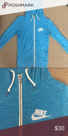 Nike Sweater Size XS, but can definitely fit a S. still in great condition. worn only 3x. Nike Sweaters