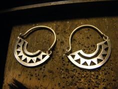 Handmade Silver Hoops Earrings por AfaJewelry en Etsy
