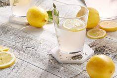 Levendulás limonádé - SüssVelem.com Refreshing Drinks, Summer Drinks, Alcoholic Drinks, Beverages, Culinary Lavender, Lavender Lemonade, Recipe Filing, Simple Syrup, Mixed Drinks