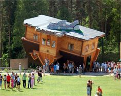 Situated in the village of Szymbark in Poland, this upside down house was built by Daniel Czapiewski.Didn't get to see it when I was in Poland! Unusual Buildings, Interesting Buildings, Amazing Buildings, Amazing Architecture, House Architecture, Mini Chalet, Houses In Poland, Upside Down House, Cool Pictures