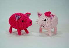 """Free pattern for """"Kissing Piggies""""! FREE PATTERN 4/14 http://canada.michaels.com/on/demandware.store/Sites-MichaelsCanada-Site/default/Product-Show?pid=C_33576."""