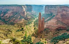 USA road trip: discover the canyon country of the American Southwest!  Canyon de Chelly National Monument, Arizona. Within the boundaries of Navajo nation, and cooperatively managed by the Navajo tribal Trust and the National Park Service, Canyon de Chelly lies surrounded by history of early indigenous tribes. Take the South Rim Drive to catch some views across the surprisingly lush canyon floor and check out the two-hour round-trip hike to White House Ruin.