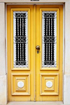 Can I please have a yellow outside door like this one day? So cute!