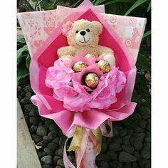 Bouquet Box, Diy Bouquet, Candy Bouquet, Bouquets, Bear Valentines, Valentine Gifts, Chocolate Flowers Bouquet, Candy Arrangements, Valentine Bouquet