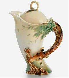 405px-457px-Franz-Porcelain-Giraffe-teapot