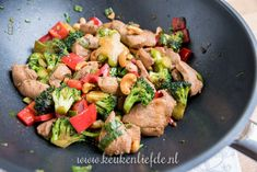 Kip siam met broccoli, paprika en cashew Healthy Recepies, Good Healthy Recipes, A Food, Good Food, Food And Drink, Food Inspiration, Cooking Recipes, Favorite Recipes, Lunch