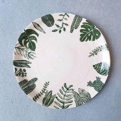 Handmålat fat med ett av mina favoritmotiv - växter . . Hand painted plate with one of my things - plants