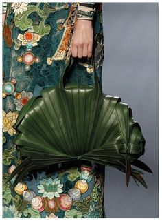 I'd definitely get me a lot of haute couture. Like this: Jean Paul Gaultier, haute couture collection, January 2010 in Paris. Leather purse that looks like wrapped banana leaves - fits the exotic motif Fashion Details, Look Fashion, Fashion Bags, Fashion Accessories, Couture Fashion, Sporty Fashion, Couture Details, Feminine Fashion, Tokyo Fashion