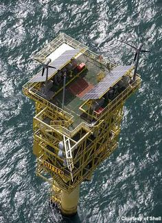 Shell's Cutter Platform – one of the company's many assets in the North Sea. In June Shell and Esso announced they were to put their joint interests in a number of oilfields up for sale. Civil Engineering Construction, Marine Engineering, Construction Machines, Industrial Architecture, Art And Architecture, Oil Rig Jobs, Petroleum Engineering, Oilfield Life, Oil Platform