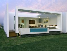 HOUSE FACING THE OCEAN, Location: Las Gaviotas Beach, Lima, Perù; architect JOSE ORREGO.