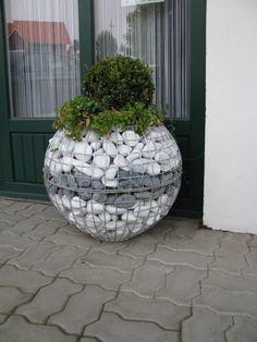 40 magical side yard and backyard gravel garden design ideas 10 Gravel Garden, Garden Planters, Rock Planters, Balcony Garden, Gabion Wall, Gabion Fence, Garden Globes, Cool Diy, Easy Diy