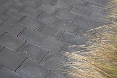 opritsteen - trommelsteen 20x30 zwart - redsun sierbestrating - tumbelton