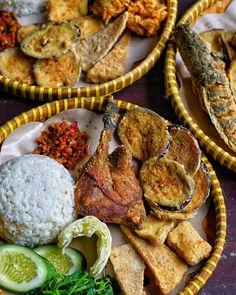 """instagram kuliner jogja di Instagram """"20 Juli 2018 !!! Free Es Teh Es Jeruk !!! (Berlaku makan ditempat) . Cusss buruan buat besok maksi.. Jangan lupa minta sambel…"""" Thai Dessert, Indonesian Food, Arabic Food, Afternoon Tea, Bon Appetit, Food Photography, Spices, Food And Drink, Menu"""