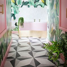 Pink and green tropical bathroom decor. Banana leaf wallpaper with monochrome patterned floor tiles Wallpaper Bathroom Walls, Palm Wallpaper, Tropical Wallpaper, Tropical Bathroom Decor, Bathroom Colors, Bathroom Green, Bathroom Plants, Modern Boho Bathroom, Eclectic Bathroom