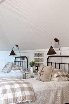Cool 45 Rustic Master Bedroom Ideas https://rusticroom.co/120/45-rustic-master-bedroom-ideas