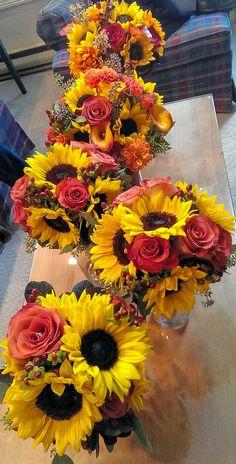 Mila-floral-design-school-rose_sun_flower_arrangement-afforadble_wedding4