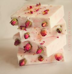 Simple light pink soap loaf with little rosebuds on top - do this as a soap cake with white whipped soap frosting on top :P Soap Melt And Pour, Soap Tutorial, Shea Butter Soap, Rose Soap, Luxury Soap, Bath Soap, Glycerin Soap, Cold Process Soap, Soap Recipes