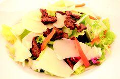 """"""" Menù Ensalada Andes """" € 10,00.- ( Insalata mista, listarelle di carne Argentina alla piastra, peperoni, scaglie di parmigiano, vinagrette + 1/2 L. Acqua Minerale )"""