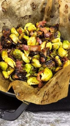 Der leckerste Rosenkohl im Ofen geröstet mit Bacon, fertig in 30 Minuten. Die p… The most delicious Brussels sprouts roasted in the oven with bacon, ready in 30 minutes. The perfect low carb side dish not just for Christmas Low Carb Chicken Recipes, Pork Recipes, Veggie Recipes, Vegetarian Recipes, Healthy Recipes, Roasted Sprouts, Roasted Vegetables, Jamie Oliver, Bacon