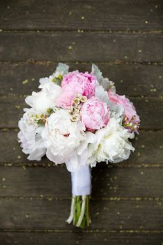 pink and white peonies and lamb's ear | Theo Milo #wedding