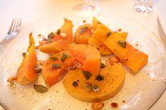 Hämmentäjä: Paahdettu myskikurpitsa mintulla, oreganolla, paahdetuilla kurpitsansiemenillä ja balsamicolla. Roasted butternut squash with mint, oregano, roasted pumpkin seeds and balsamico.