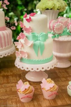 Borboletas Baby Cakes, Baby Shower Cakes, Baby Shower Sweets, Girly Cakes, Cute Cakes, 13 Birthday Cake, Butterfly Birthday Party, Fondant Cakes, Cupcake Cakes