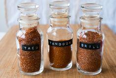Hemmagjorda kryddblandningar är ett bra alternativ till de som finns i handeln som ofta innehåller onödiga tillsatser, e-ämnen och socker.