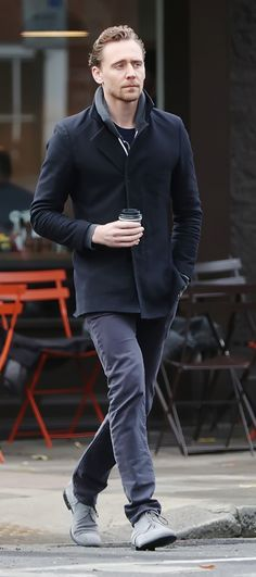 Tom Hiddleston out having breakfast in London on November 10, 2016. Source: Torrilla. Full size image: http://maryxglz.tumblr.com/post/153598715522/tom-hiddleston-out-having-breakfast-in-london-on