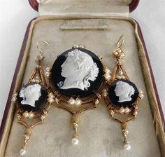 Victorian Cameo Brooch   Jewelry:Cameos