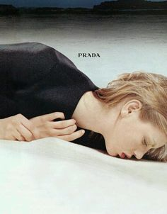 Prada Fall/Winter Angela Lindvall by Norbert Schoerner - the Fashion Spot I love this photo! Fashion Photography Inspiration, Editorial Photography, Color Photography, Fashion Shoot, Editorial Fashion, Fashion Models, Glen Luchford, Angela Lindvall, Advertising Campaign