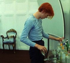 David Bowie in The man who fell to Earth, . - Touching close to 94 David Jones, Glam Rock, Bowie Starman, The Thin White Duke, Rock N Roll, Pretty Star, Major Tom, Ziggy Stardust, Comme Des Garcons