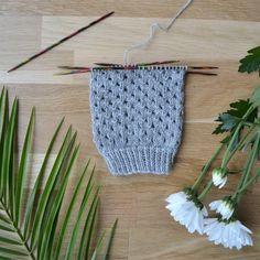Reikäpitsi - 52 sukanvartta – Neulovilla Crochet Socks, Knitting Socks, Crochet Stitches, Hand Knitting, Knit Crochet, Diy Clothes, Crochet Bikini, Diy And Crafts, Crafty