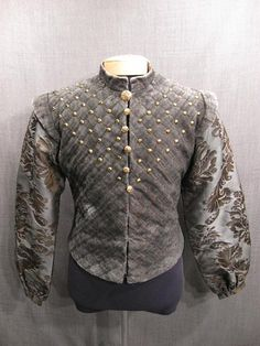 Doublet Renaissance quilted grey velour, Love the yoke detail Elizabethan Costume, Elizabethan Fashion, Medieval Costume, Men's Renaissance Costume, Mode Renaissance, Renaissance Fashion, Renaissance Clothing, Tudor Costumes, Period Costumes