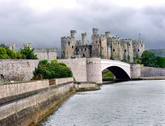 Conwy Castle (Welsh: Castell Conwy) is situated in county Conwy on the northwest of Wales. The castle was built on a rock promontory, between 1283-1289, using 1500 labourers and stonemasons; during King Edward I's second campaign in Wales.