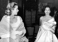 Princess Grace and her friend Ava Gardner arrive for the Bal de la Rose gala dinner at the International Sporting Club in Monte Carlo, 1960 Old Hollywood Stars, Golden Age Of Hollywood, Vintage Hollywood, Classic Hollywood, Hollywood Glamour, Ava Gardner, Monaco, Divas, Princess Grace Kelly